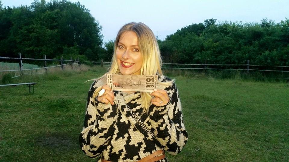 Jane mit ihrem Ticket